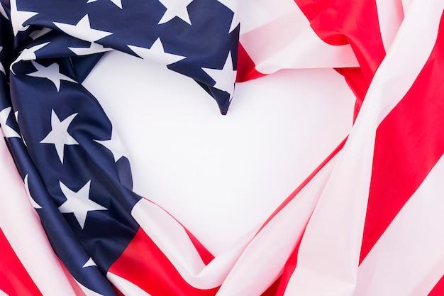 Cuore creato dalla bandiera usa in onore del giorno dell'indipendenza