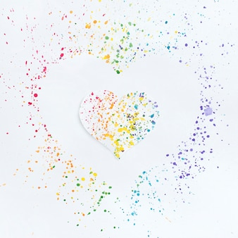 Cuore disegnare nei colori dell'arcobaleno