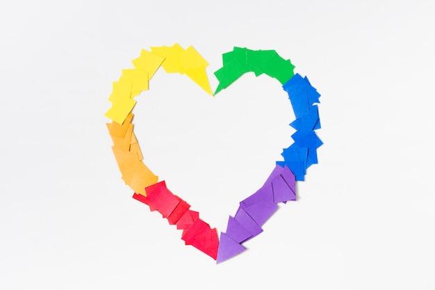 Cuore nel concetto di colori dell'arcobaleno