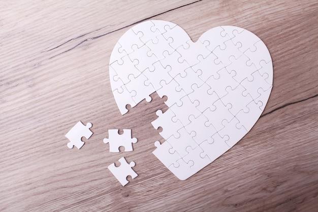 Cuore puzzle bianco