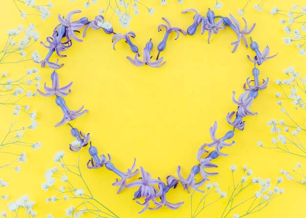 Cuore romantico di fiori