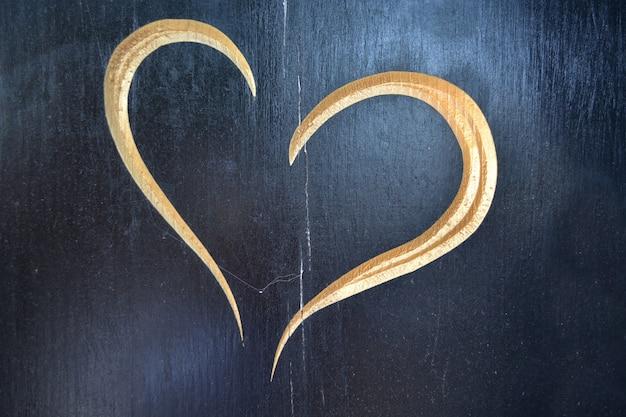 Cuore scolpito in legno