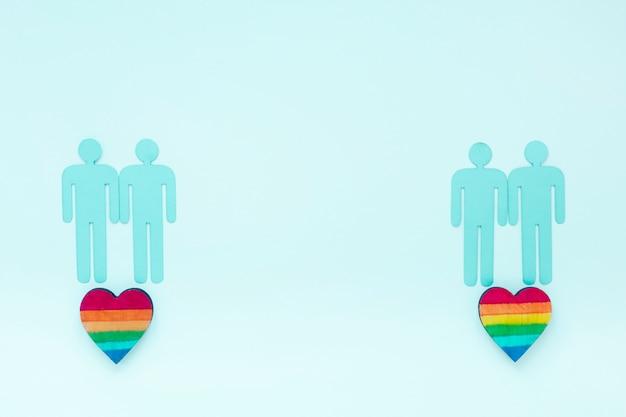 Cuori arcobaleno con icone di coppie gay