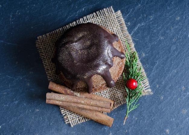 Cupcake al cioccolato su pietra