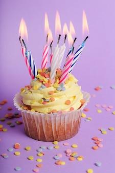 Cupcake colorati con candele