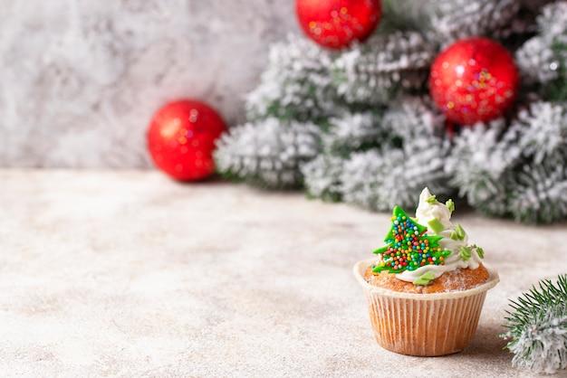 Cupcake festivo di natale con crema