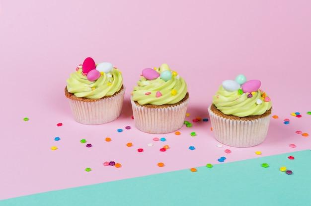 Cupcakes al pistacchio di pasqua con decorazioni