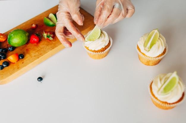 Cupcakes con panna e lime