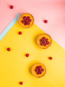 Cupcakes decorati con lamponi freschi