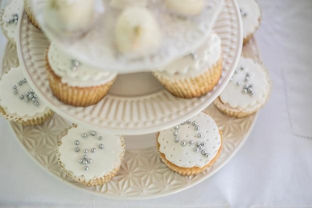 Cupcakes sul tavolo - battesimo