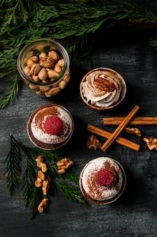 Cupcakes vista dall'alto con cannella