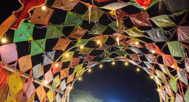 Cupola d'annata tailandese tradizionale degli aquiloni nel festival di arte asiatico in tailandia.