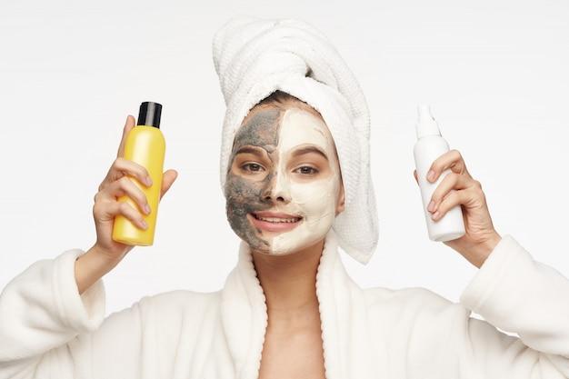 Cura del viso, maschere e ritratto della donna