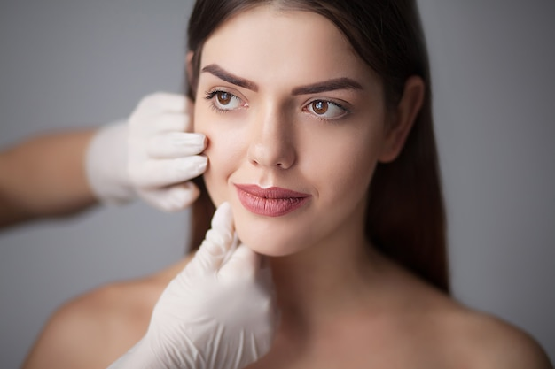 Cura della pelle donna rimozione trucco viso - cura della pelle.