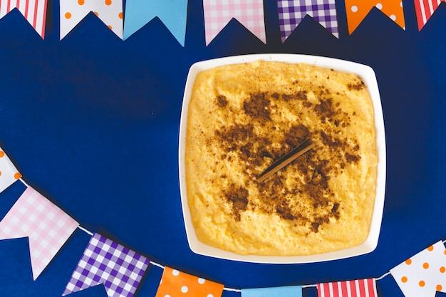 Curau, canjica, angú, crema di mais dolce e dessert tipici della cucina brasiliana.