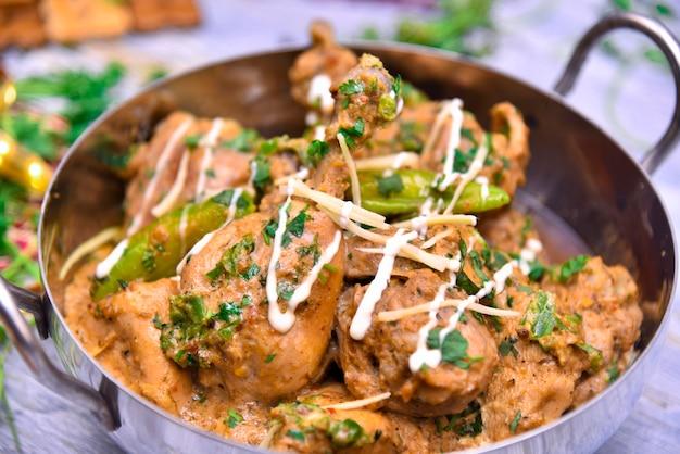 Curry di pollo in stile ristorante