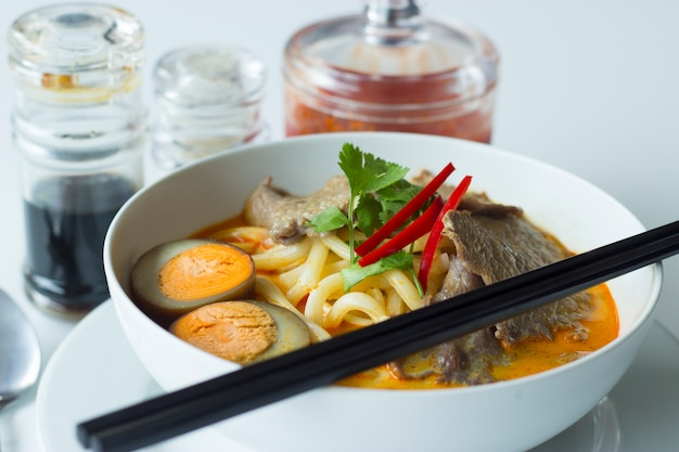 Curry piccante delizioso con beff