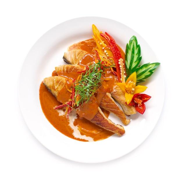 Curry rosso con salmone in salsa di latte di cocco