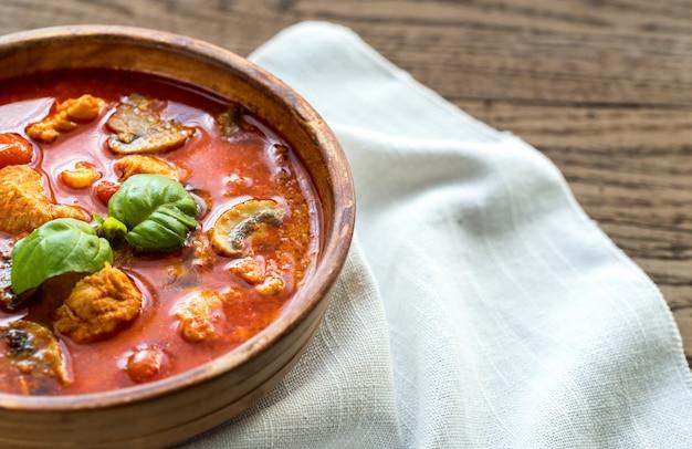 Curry rosso tailandese del pollo