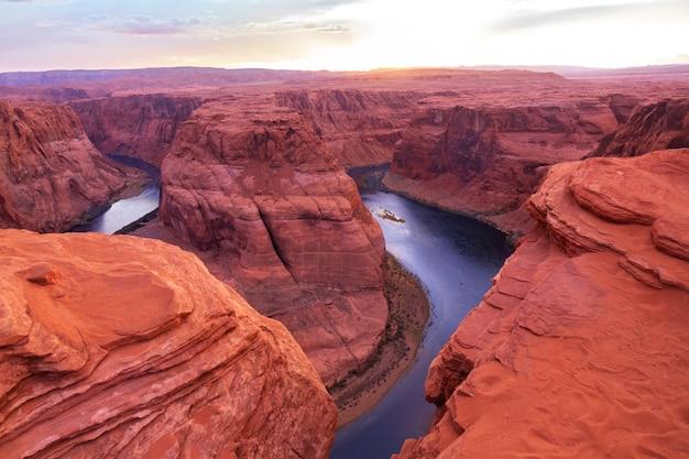Curvatura a ferro di cavallo sul fiume colorado vicino alla pagina, bello tramonto, arizona, usa