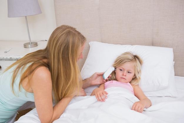 Cute ragazza malata di essere assistita
