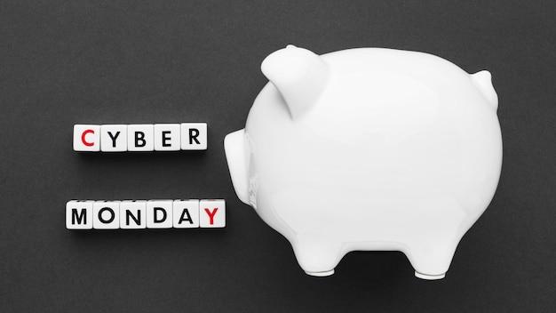 Cyber lunedì e salvadanaio bianco