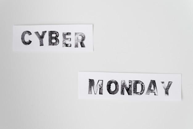 Cyber lunedì testo su sfondo chiaro