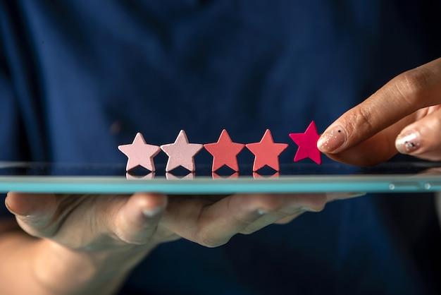 Dai una valutazione a cinque stelle per la revisione