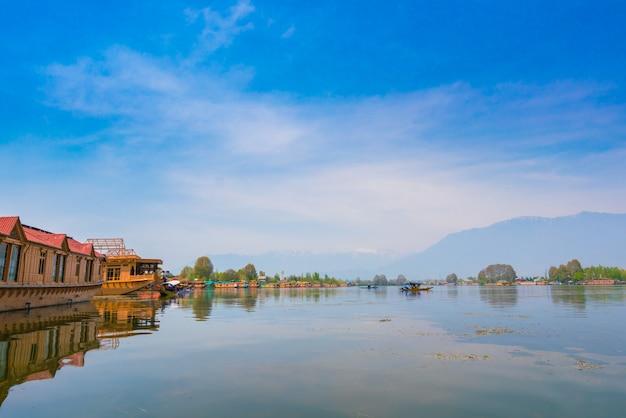 Dal lago, kashmir india