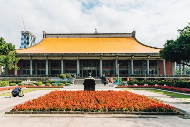 Davanti al national sun yat-sen memorial hall