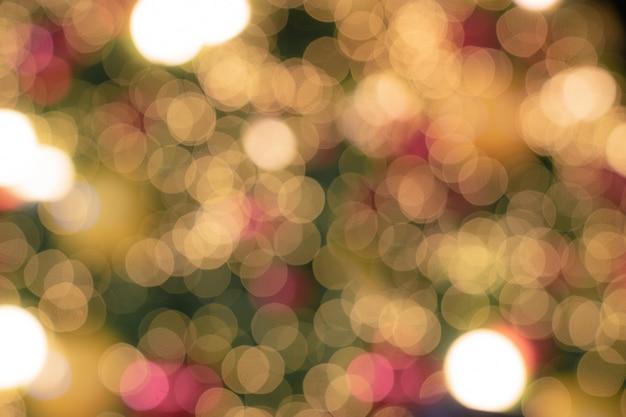 De focalizzato luci scintillanti di natale albero bokeh sfondo