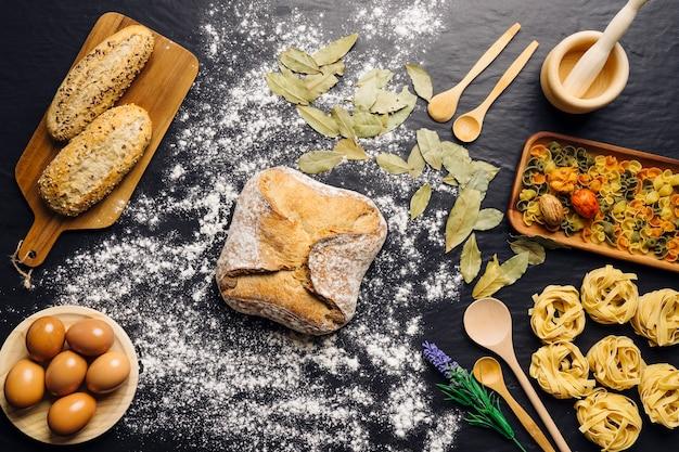 Decorazione alimentare italiana con pane in mezzo
