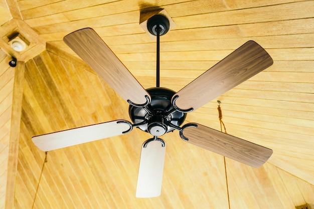 Decorazione del ventilatore a soffitto interno della stanza