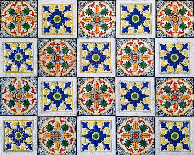 Decorazione della parete di piastrelle di ceramica motivo floreale vintage colorato