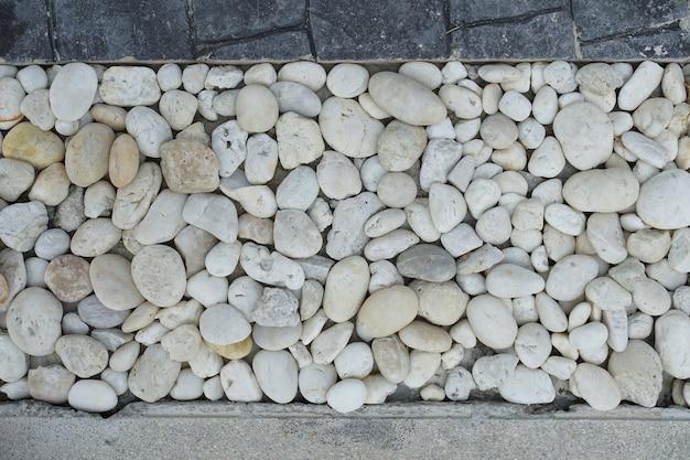 Decorazione della roccia del fiume sul pavimento della casa