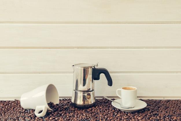 Decorazione di caffè con tazza e tazza