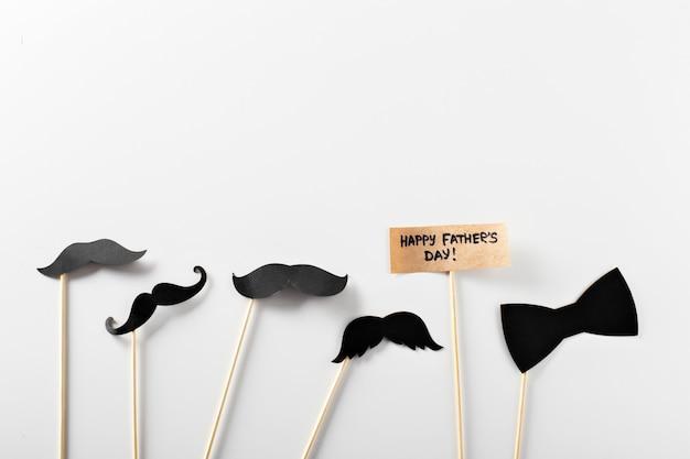 Decorazione di carta con testo felice giorno di padri