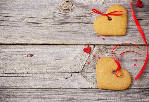 Decorazione di san valentino sulla vecchia tavola