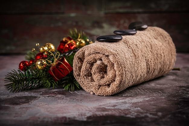 Decorazione festiva spa con decorazioni natalizie