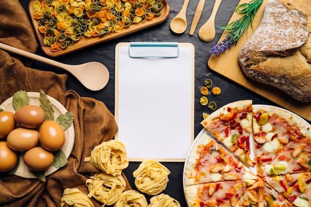 Decorazione italiana di cibo con appunti