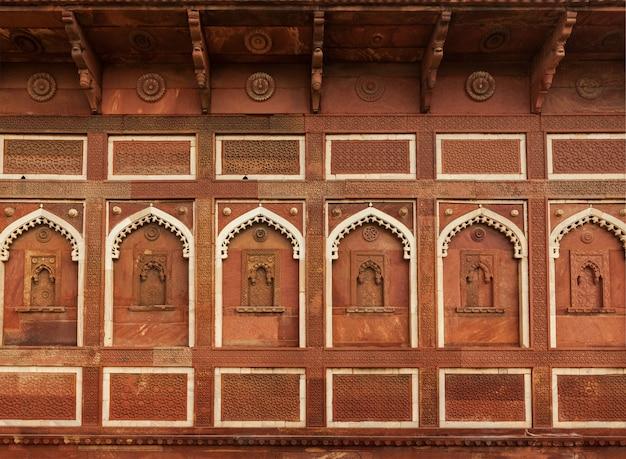 Decorazione murale nel forte di agra. agra, uttar pradesh, india