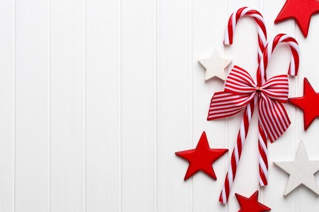 Decorazione natalizia su uno sfondo luminoso