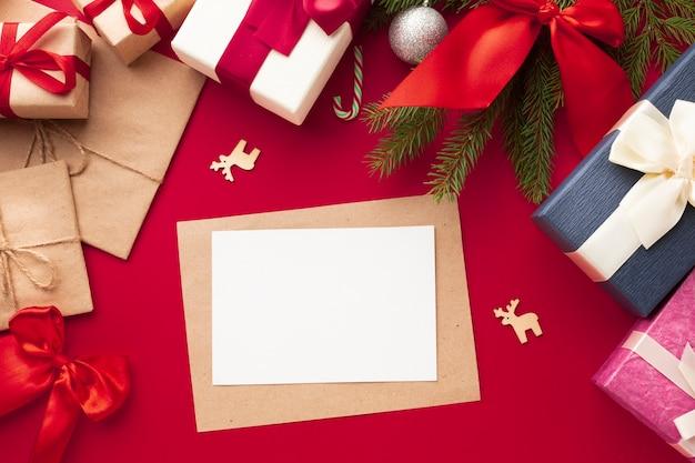 Decorazione natalizia vista dall'alto con mock-up