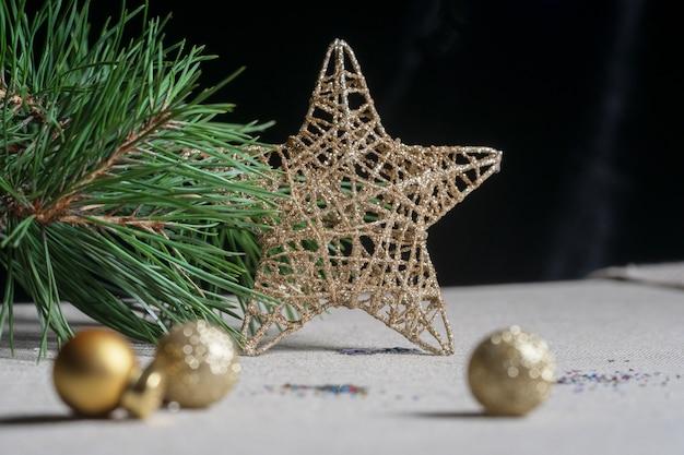 Decorazioni di capodanno per l'albero di natale