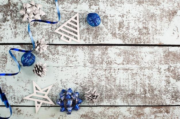 Decorazioni natalizie bianche e blu