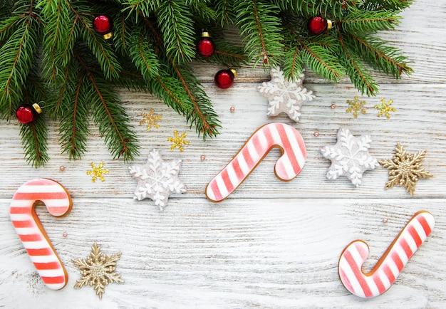 Decorazioni natalizie con biscotti