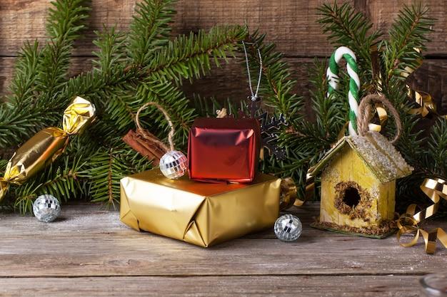 Decorazioni natalizie con nido per bambini