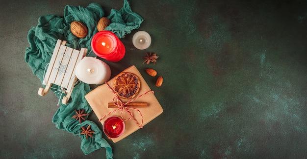 Decorazioni natalizie e cibo