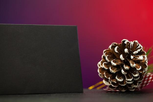 Decorazioni natalizie e spazio vuoto con posto per il testo
