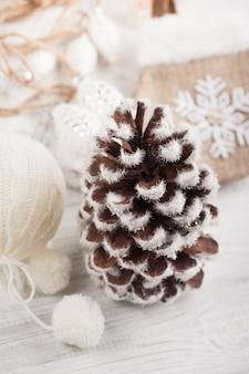Decorazioni natalizie, pigna